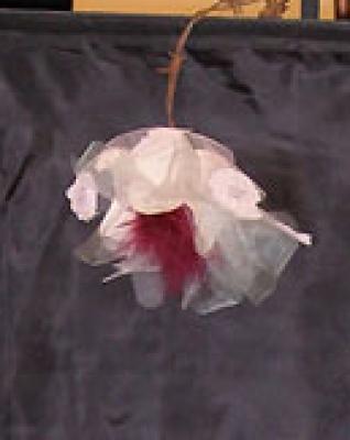 Liberté, la rose dépassant du voile