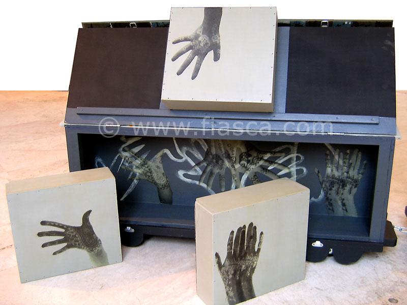 Malle dentelle, boîtes et intérieur d'un wagon