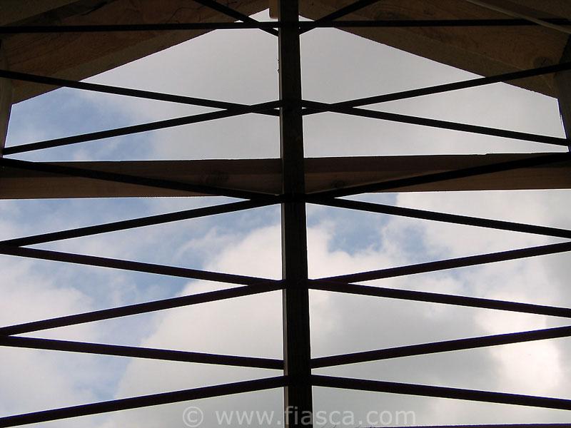 Découpage du ciel vue de l'intérieur de la maison
