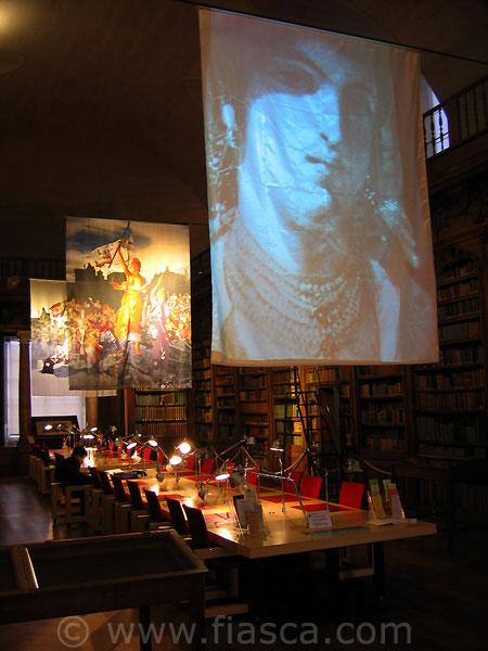 Les trois voiles - Installation à l'église des Jésuites de la médiathèque d'Alençon.
